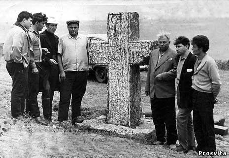 На могилі Запорізького кошового отамана Кості Гордієнка