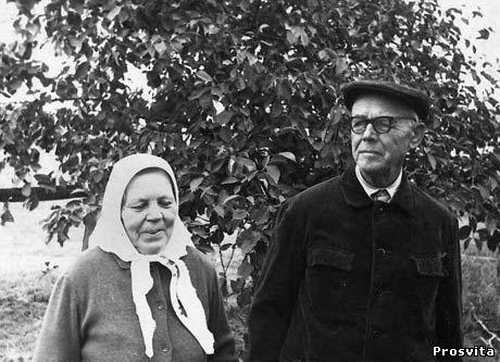 Батьки М.Василенка. 1973